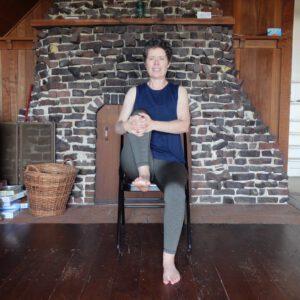 chair yoga knee lift